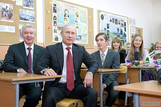 Путин в школе за партой