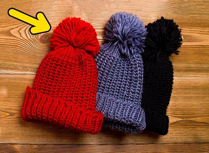 шапки с помпонами