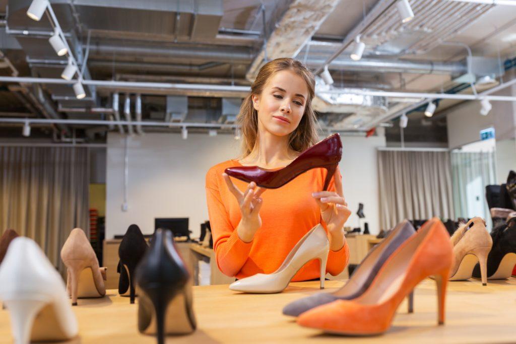 Женщина и туфли