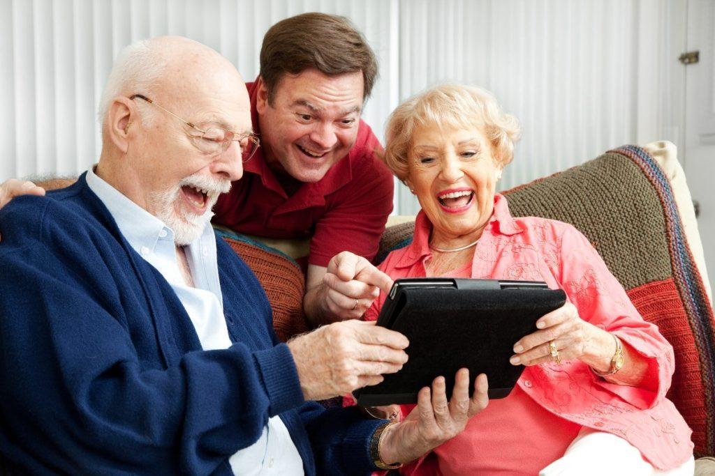 Семья и планшет