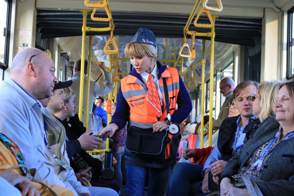 Контролер и пассажиры