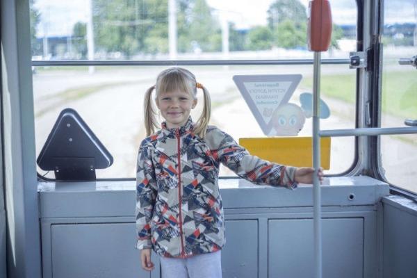 ребенок в транспорте
