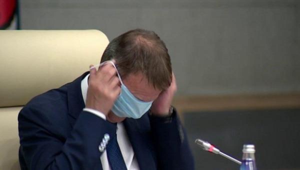 глава Барнаула надел маску на глаза вместо очков