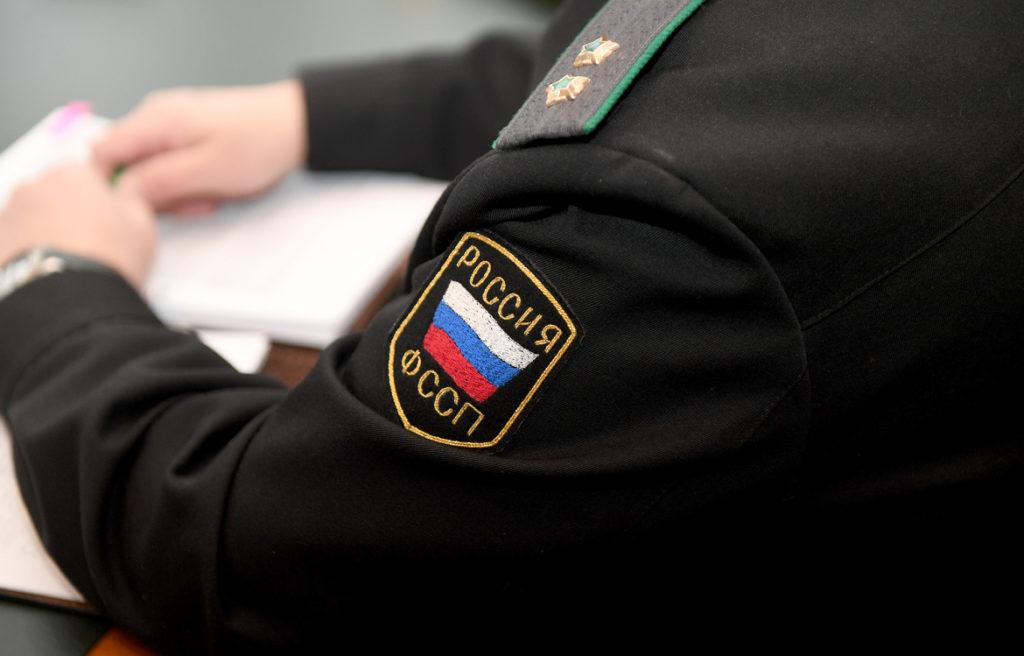 """Шеврон """"Россия ФССП"""" на форме сотрудника приставной службы"""