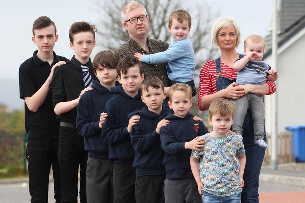 Многодетная семья с 9 детьми
