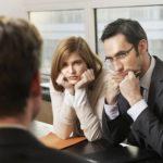 Работодатели слушают претендента на собеседовании