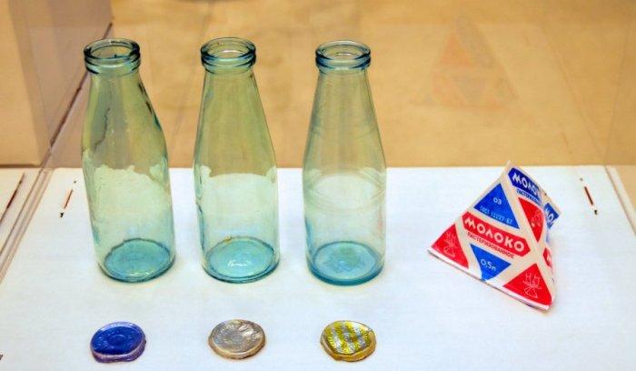 Бутылки и крышки от советского молока