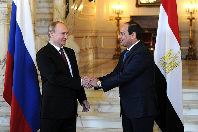 Рукопожатие Путина и Фаттаха-ас-Сиси