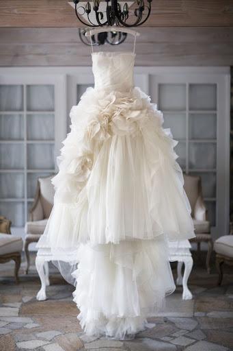 Свадебное платье на люстре