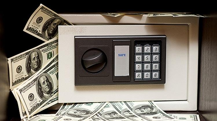 Счетная машинка и доллары