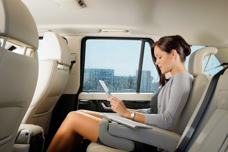 Деловая женщина в авто