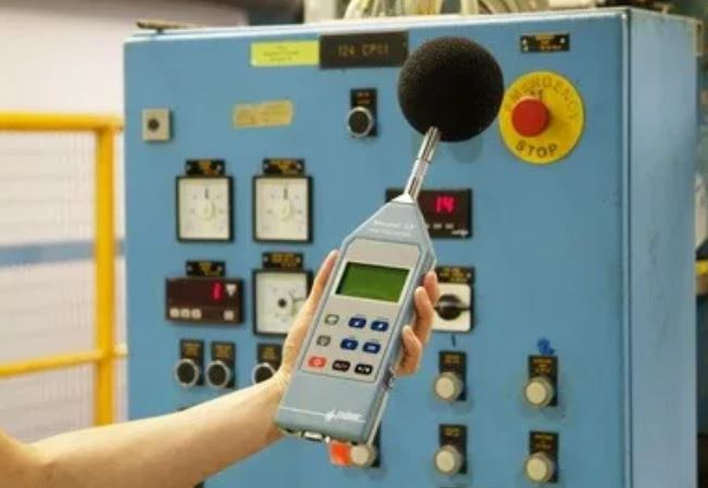 Прибор, измеряющий шум