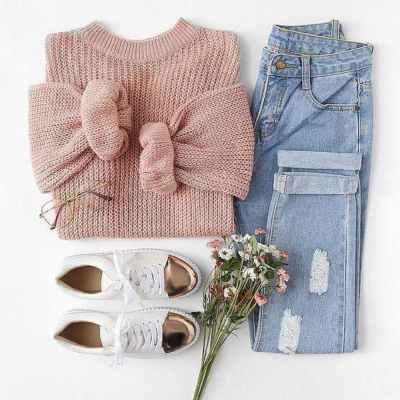 Одежда и букет цветов