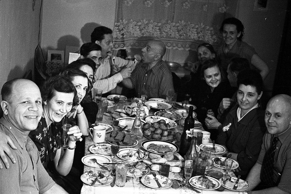 Праздник в СССР за столом