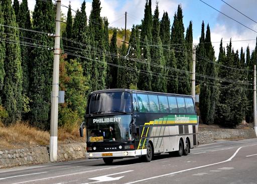 Автобус на горных трассах Крыма