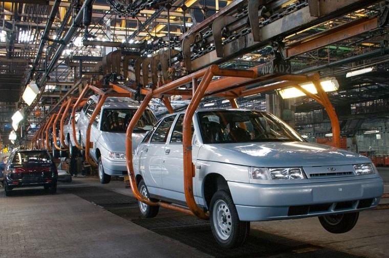 На автомобильном производстве