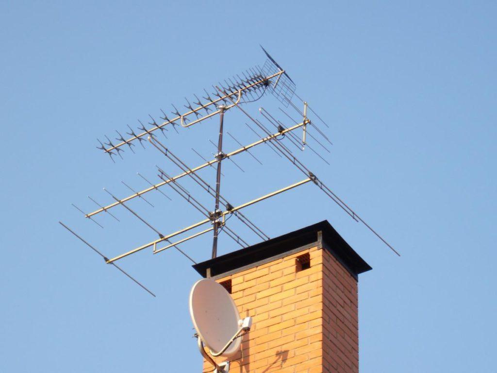 Антенны на крыше дома
