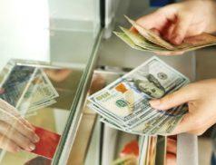 Доллары в обменнике
