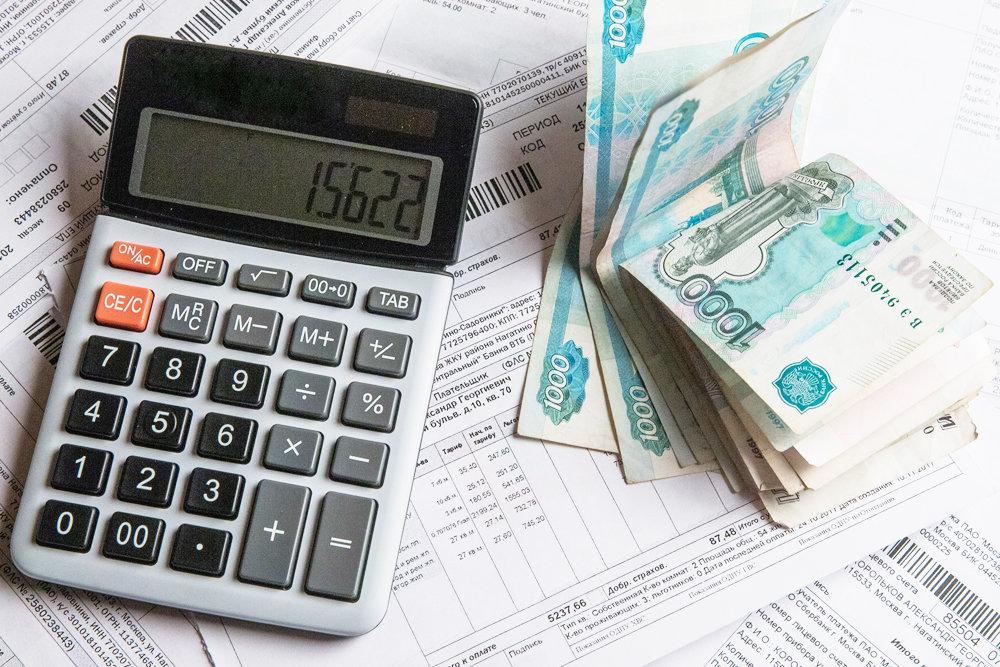 Калькулятор и рубли купюрами