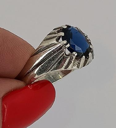 Серебряный перстень с сапфиром