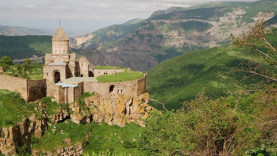 Замок в Армении