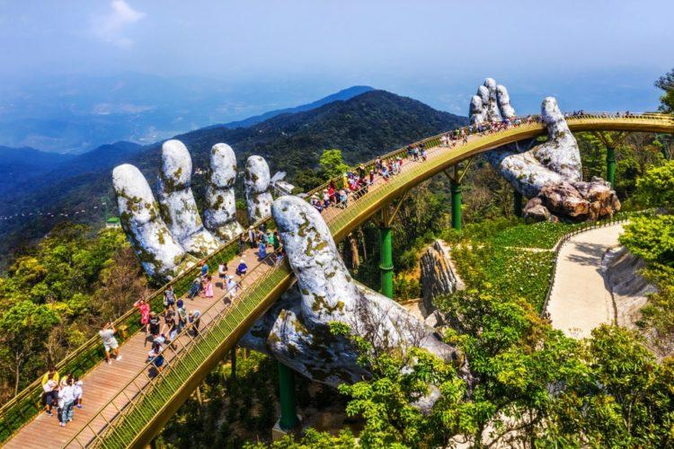 Мост с рукой во вьетнаме