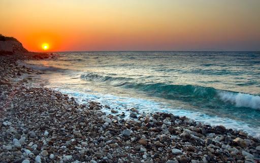 Морской прибой на закате