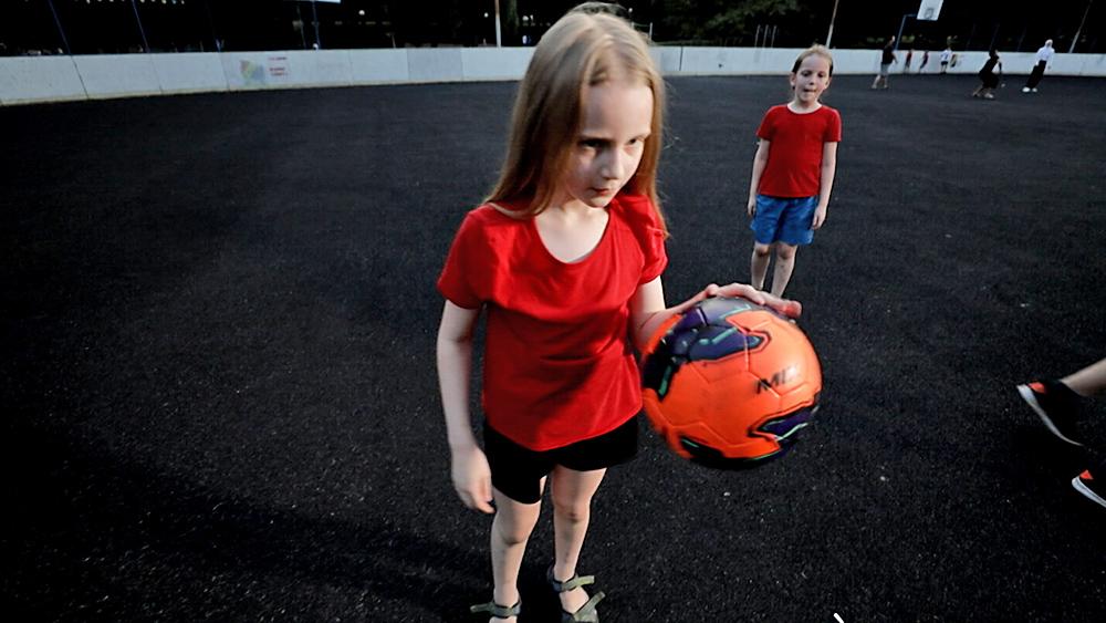 Алиса Теплякова с мячом