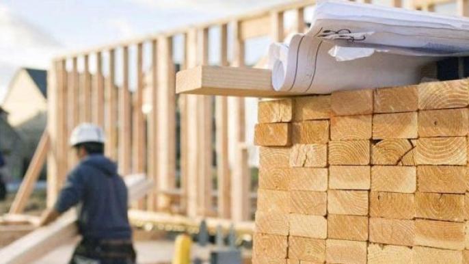 Доски, сметы и рабочие на стройки