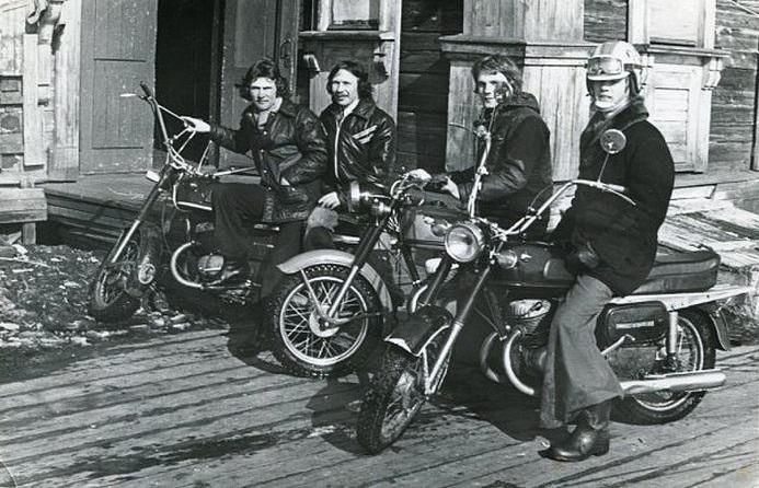 Советские мотоциклисты в ковбойских сапогах