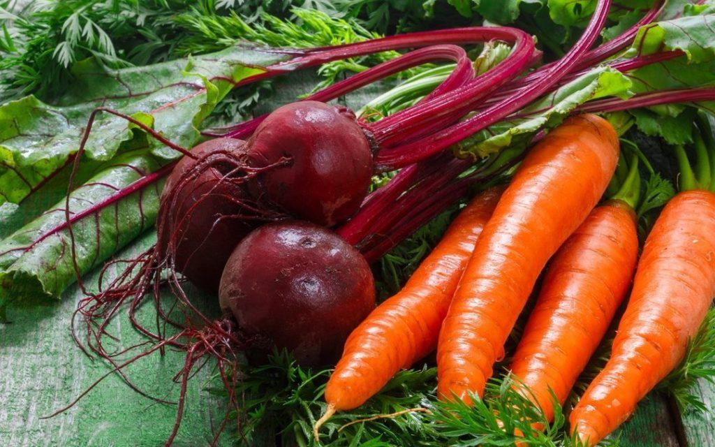 Морковь и свекла с ботвой