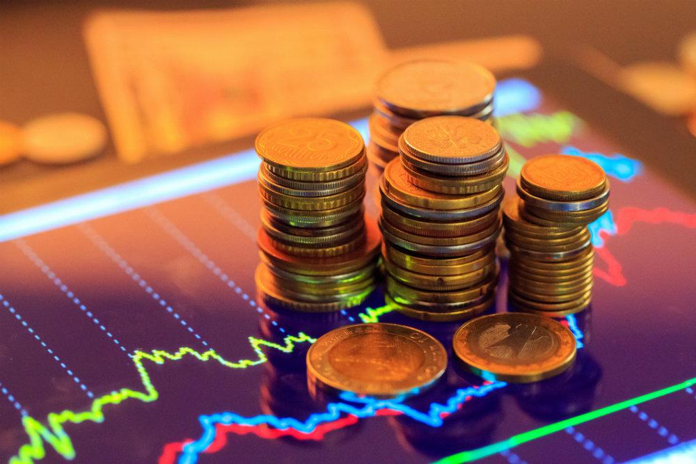Монеты и разноцветные графики