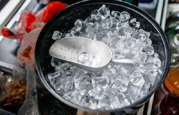 Лед в емкости