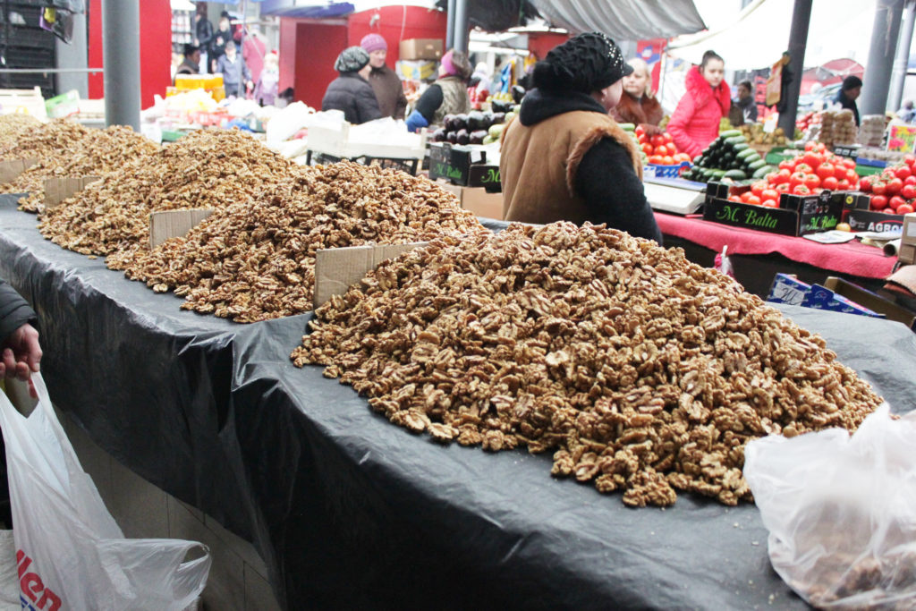 Грецкие орехи на рынке