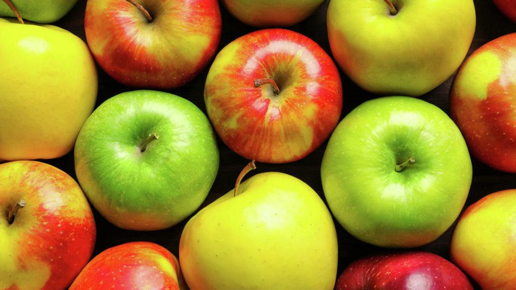 Яблоки зеленые, желтые и красные