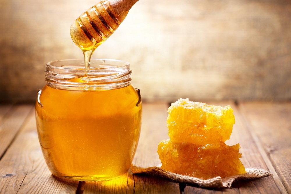Мед в банке и кусковой мед