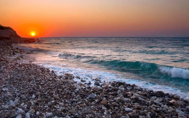 Галечный пляж Сочи