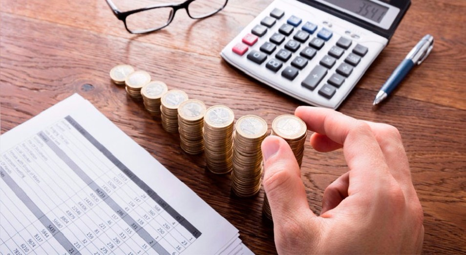 Монеты в стопках, калькулятор и расчеты
