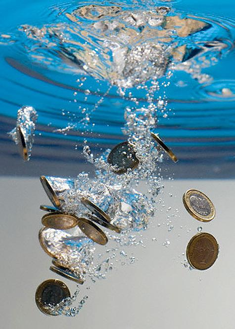 Монеты в воде