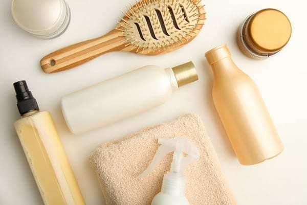 Расческа и косметика для волос