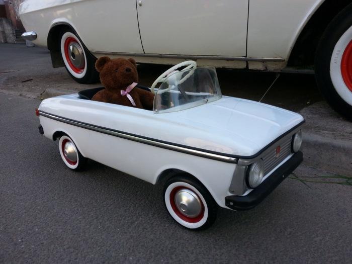 Детская машина с медведем