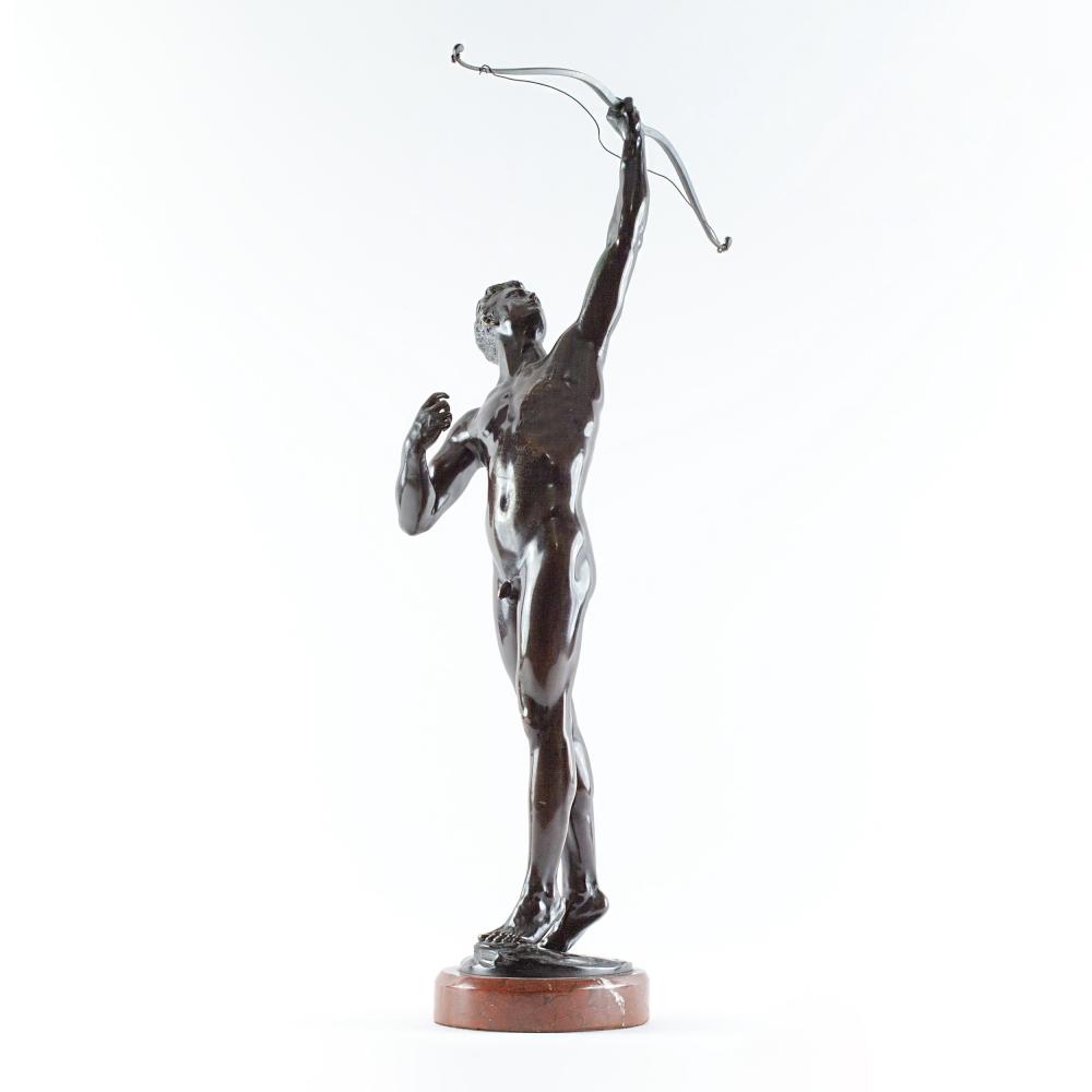 Скульптура лучника Иоганна Людвига Апуеса