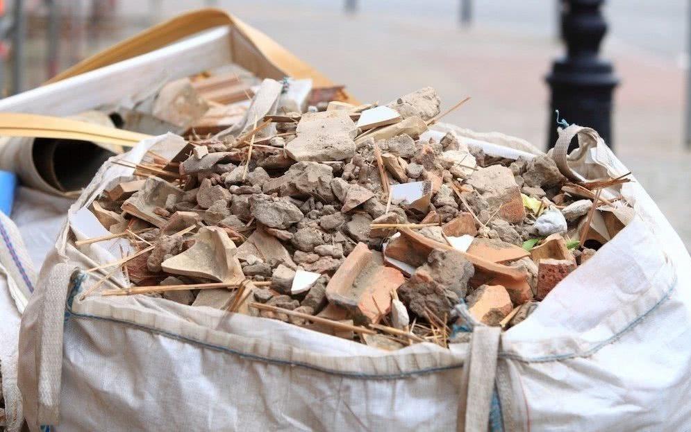 Строительный мусор в мешке