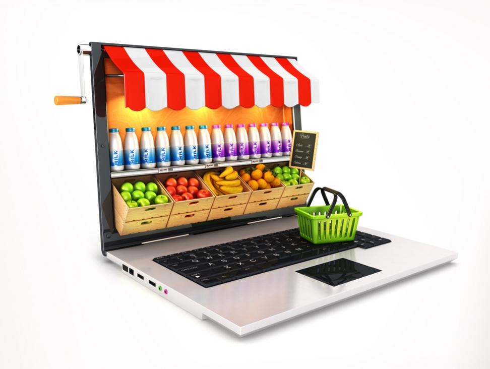 Ноутбук, корзинка и продукты