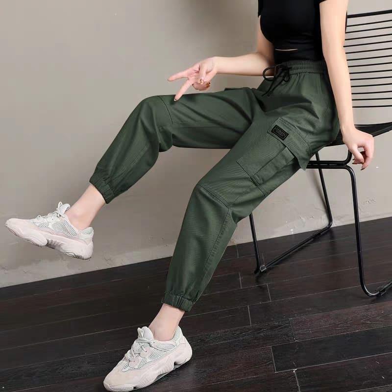 Защитные брюки-карго и кроссовки