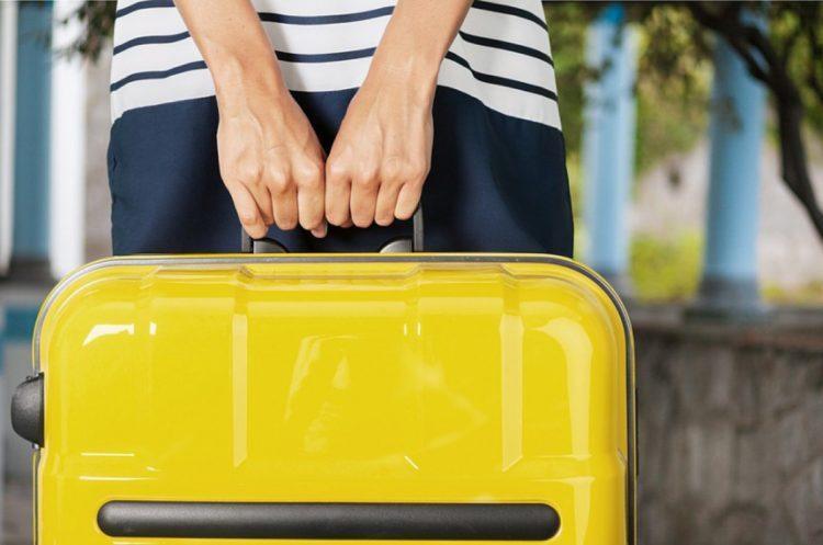 Человек с желтым чемоданом