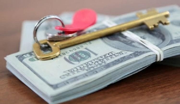 Ключи и пачка денег