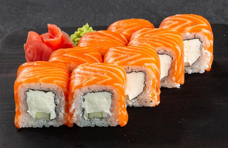 Суши с красной рыбой и сыром
