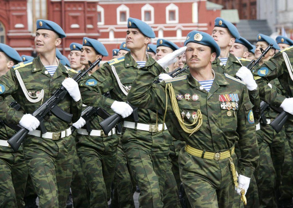Российские военные на параде