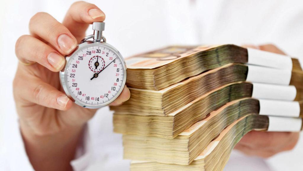 Секундомер и пачки денег